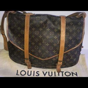 Authentic Louis Vuitton saumur 43 travel messenger